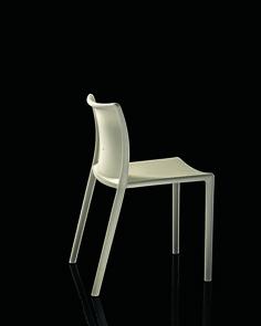 Air Chair, Jasper Morrison, Magis, 2000, courtesy Magis _Ossessione V_La Democrazia Impilabile