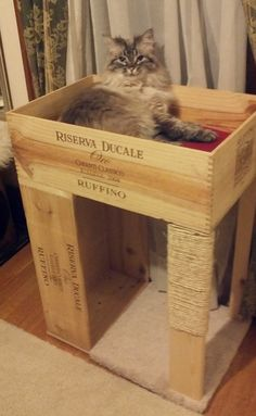 Cat bed/scratch post made out of wood pallets