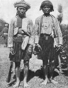 The Paiwan (Chinese: 排灣; pinyin: Páiwān) are an aboriginal tribe of Taiwan. One of the most important figures in Paiwan history was supreme chief Toketok (卓其督; ca. 1817 - 1874), who united 18 tribes of Paiwan under his rule.
