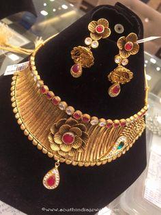Gold Choker Necklace Models, Gold Choker Necklace Collections, Designer Gold Choker Necklace Models.