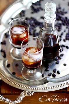 LIQUEUR DE CAFE (250 g de sucre, 25 cl d'eau, 25 g de café torréfié moulu, 25 cl d'eau, 12,5 cl d'alcool éthylique à 90%)