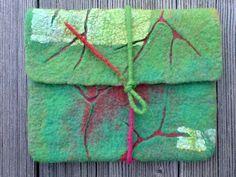 Klicken zum Schliessen Felt Clutch, Felt Purse, Felt Pillow, Felt Cover, Nuno Felt Scarf, Textile Fiber Art, Wool Art, Art Bag, Felting Tutorials