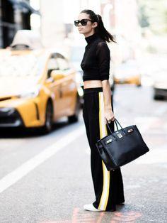 Lässig geschnittene Hosen mit Streifen sind perfekt für den Herbst.