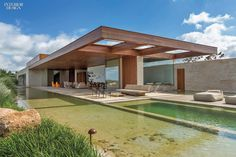 In love with the cantilevered long lines and mix of wood and stone materials of this Arthur Casas' Residence