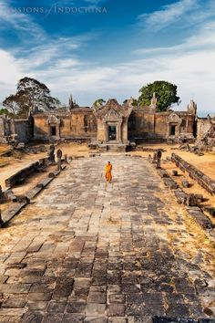 Preah Vihear - a Hindu temple of Shiva on the border between Cambodia and Thailand, in the Dangrek Mountains, about 160 km north-east of Angkor.  The temple was built by the Khmers in the years 893-1200 at the edge of the cliff and dedicated to the Hindu god Shiva, located in the UNESCO World Heritage List. Much of the temple lies in ruins, but still is a place of pilgrimage.