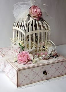So very clever! Made with Tim Holtz bird cage die. Shabby Chic Karten, Shabby Chic Cards, Vintage Shabby Chic, Shabby Chic Decor, Altered Boxes, Altered Art, 3d Paper Crafts, Diy Crafts, Cage Deco
