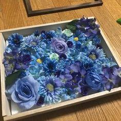 100均材料だけ!ウェルカムボードの作り方♪|LIMIA (リミア) Wedding Welcome Board, Welcome Boards, Diy Wedding, Diy And Crafts, Frame, Flowers, How To Make, Design, Home Decor