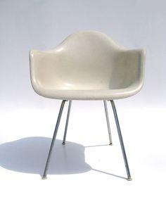 Eames arm chair