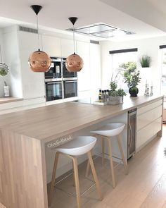 How To Incorporate Contemporary Style Kitchen Designs In Your Home Open Plan Kitchen Living Room, Home Decor Kitchen, Interior Design Kitchen, Kitchen Furniture, New Kitchen, Home Kitchens, Fancy Kitchens, Apartment Kitchen, Mid Century Modern Kitchen