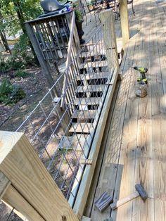 DIY Hog Wire Deck Railing Wire Deck Railing, Hog Wire Fence, Deck Railing Design, Deck Design, Railing Ideas, Front Yard Fence, Fenced In Yard, Deer Resistant Garden, Deck Building Plans