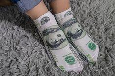 Daca esti in cautare de Cadouri de Buget - iti recomand Sosetele Milionarului pentru a simti mereu banii la picioarele tale  #incrediblepunctro #cadou #cadouri #bani #dolari #cadouridebuget #sosete Buget, The Incredibles