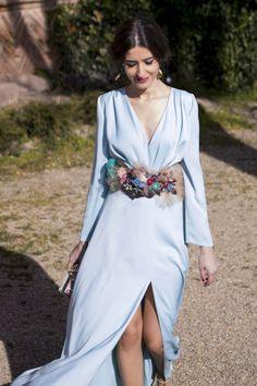 http://invitadaperfecta.es/invitadas/look-invitada-la-princesa-de-azul/4415