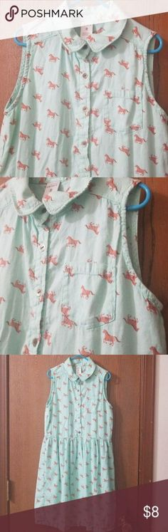 Horse print dress Beautiful green dress with horses all over and one pocket. Sleeveless collared and buttons down front. Casual Summer Dresses, Trendy Dresses, Nice Dresses, Fashion Dresses, Casual Outfits, Boho Fashion, Fashion Tips, Fashion Design, Fashion Trends