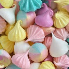 Everyone will love these classic meringue cookies! This meringue recipe is lighter than air, super crunchy, and naturally fat free! Meringue Cookie Recipe, Meringue Desserts, Meringue Cookies, Meringue Kisses, Halloween Desserts, Halloween Torte, Strudel, How To Make Meringue, Flamingo Cupcakes