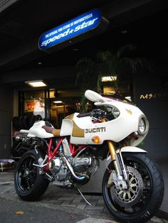 "Ducati MH900 custom, ""Oro Bianco""."