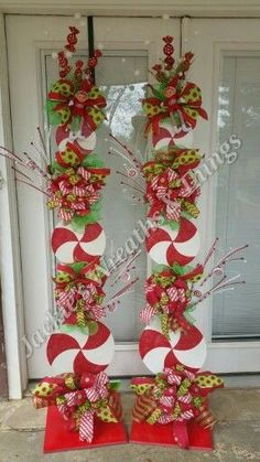 We would tell you about few simple and economical Christmas porch decoration ideas that can be used to decorate porches in this festival. Whoville Christmas, Christmas Porch, Outdoor Christmas Decorations, Winter Christmas, Christmas Wreaths, Christmas Ornaments, Peppermint Christmas Decorations, Christmas Tree Toppers, Tree Decorations