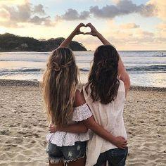 Gabrielli Martins: Ela é minha alma gêmea na amizade #BlogandoTodosOs...