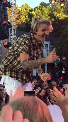 His smile takes me to heaven. Fotos Do Justin Bieber, Justin Bieber Smile, Justin Bieber Pictures, Hailey Baldwin, Shawn Mendes, Ontario, Bae, Famous Singers, Celebrity Crush