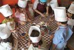 """Restaurante Semproniana""""Especial para Peques"""" de Ada Parellada  Patacuchi: Taller de cocina CADA SÁBADO AL MEDIODÍA para niños de 4 a 10 años. ¡NUEVAS RECETAS! DescUbriran cada mes nuevos sabores de Francia, Turquía, Italia, Bulgaria, Inglaterra, Portugal, Holanda, Alemania, Noruega, Grecia, Belgica y Suecia. Y mientras los niños realizan el taller de cocina, los padres comen tranquilamente en el restaurante."""