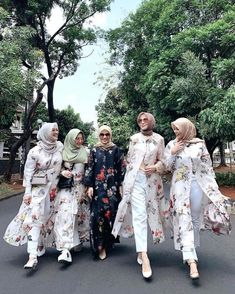 Modest Fashion Hijab, Street Hijab Fashion, Casual Hijab Outfit, Kimono Fashion, Islamic Fashion, Muslim Fashion, Fashion Poses, Fashion Outfits, Classy Summer Outfits