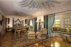 An incredible look inside Gianni Versace's world famous Versace Mansion, now called Casa Casuarina, this amazing property is an opulent ge. Miami Beach, South Beach, Versace Mansion Miami, Versace Home, Gianni Versace, Villas, Mansion Bedroom, Celebrity Houses, Luxury Homes