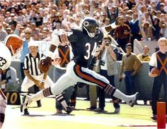 high-step, walter payton, the sweetness Bears Football, Football Players, Football Cards, Walter Payton, American Sports, School Football, Sports Memes, Sports Figures, Athletic Men