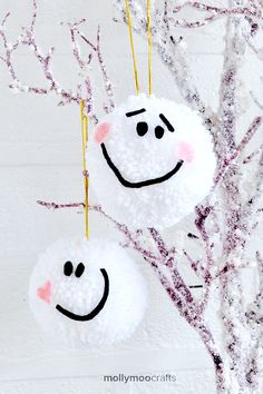 Pom Pom Sweethearts - DIY decoration fun for the tree this Christmas. Hang them together so they don't get lonely xx  | MollyMooCrafts.com