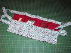 El último trabajo que tengo para enseñaros es este delantal de costura. Es de lo más útil cuando estoy sentada cosiendo en el sofá ya que me...