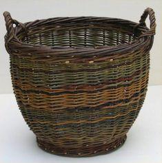 Simple Willow Baskets by Joe Hogan - Remodelista Willow Weaving, Basket Weaving, Bamboo Weaving, Basket Willow, Traditional Baskets, Weaving Art, Weaving Projects, Loom Weaving, Irish Traditions