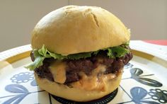 «Juicy Lucy»: Cheseburger med innbakt ost Juicy Lucy, Food And Drink, Ethnic Recipes