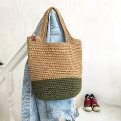 Crochet Men, Chunky Crochet, Crochet Bags, My Bags, Purses And Bags, Jute Tote Bags, Yarn Bag, Cute Designs, Straw Bag