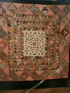 Look at the baskets in this border! not so zen-quilts in Paris: second part of the Poos collection