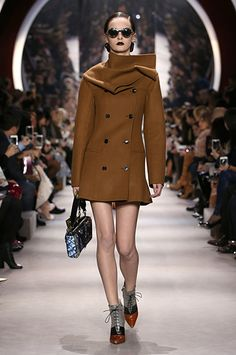 Silhouette_31 / AUTUMN-WINTER 2016-17 READY-TO-WEAR SHOW / Ready-to-wear / Woman / Dior official website