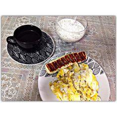 Bommm dia kiridus!!!  meu de cada dia  kefir ovos queijo coalho  #asbelasfit #bodybuilding #bomdia #lchf #lowcarb #lowcarbhighfat #meninadascavernas #hardcoreladies #riodejaneiro #soumaeemecuido #vemcomelas #vqv #mamamiafitness #nutrideia #desafio30diasdrbarakat #comidadeverdade by alcantaramaisa