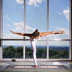 Think you can achieve this yoga pose! Put a 👍 below if you are a yoga extraordinaire! Yoga Kundalini, Hatha Yoga, Mindfulness Meditation, Yoga Fitness, Fitness Man, Health Fitness, Men Health, Health Exercise, Exercise Motivation