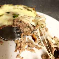Stuffed meatloaf is the comfort food you crave. Keto and Low Carb, it's tasty and filling and makes the best leftovers. Great to meal prep! Food Network Recipes, Real Food Recipes, Cooking Recipes, Cheese Stuffed Meatloaf, Cheesy Meatloaf, Meatloaf Ingredients, Low Carb Recipes, Healthy Recipes, Keto Cheese