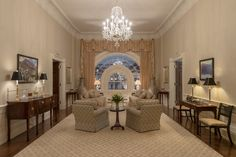 """""""House of Cards"""": Biały Dom od środka White House Rooms, White House Tour, Architectural Digest, Cottage House Designs, Living Room Decor, Living Spaces, Interior And Exterior, Interior Design, Fine Hotels"""
