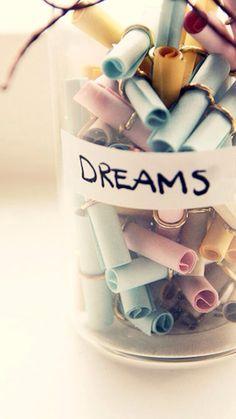Du kannst dir Zettel mit deinen träumen oder wohin du mal reisen würdest aufschreiben und in eine Box reintun und dass sind dann halt deine Persönlichen Träume VIEL SPAß