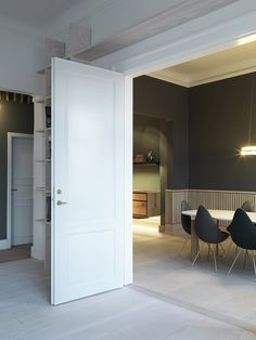 Dinesen showroom fitted with classic panel doors from Vahle. The panel doors compliments the beautiful Dinesen hardwood floor Danish Furniture, Contemporary Furniture, Furniture Design, Nordic Design, Interior Architecture, Interior Design, Interior Doors, Showroom Design, Doors
