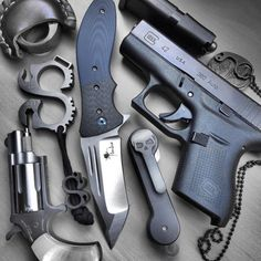 GOOD POCKET KNIVES:Finding really good pocket knives for EDC, self defense, hunting or tactical training isn't easy with all the sale hype. Edc Tactical, Tactical Survival, Survival Gear, Glock Mods, Glock 42, Bushcraft, Everyday Carry Items, Edc Tools, Edc Gear