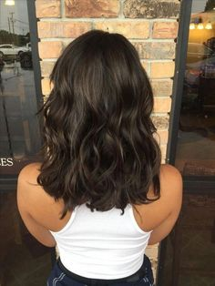 Coupes de cheveux en couches sont plus populaires cette année - Page 10 sur 17 - Dazhimen Bronde Hair, Balayage Hair, Medium Hair Styles, Short Hair Styles, Dark Chocolate Brown Hair, Brown Hair With Blonde Highlights, Dark Brunette Hair, Brunette Shoulder Length Hair, Medium Brunette Hair