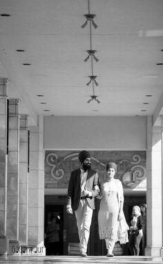 Poo 👑 Sikh Wedding, Punjabi Wedding, Punjabi Couple, Indian Wedding Photographer, Wedding Pinterest, Beautiful Couple, Photo Sessions, Cute Couples, Engagement Photos