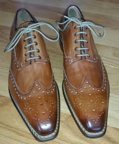 The strings are the perfect complement to this shoe - grown man swag - Shoes Mens Shoes Boots, Leather Dress Shoes, Shoe Boots, Formal Shoes, Casual Shoes, Fashion Shoes, Mens Fashion, Hot Shoes, Luxury Shoes
