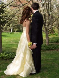Good prom photo if you have a beautiful background #prom #photos