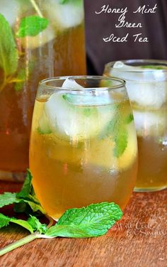 Honey Mint Iced Green Tea! Refreshing iced tea made with green tea, sweetened with honey and flavored with fresh mint and a touch of vanilla extract.