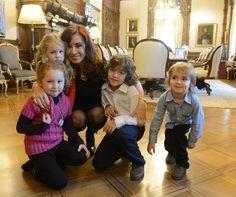Cristina Fernández de Kirchner recibió en la Casa Rosada a Mara y Agustín -junto a sus hermanos y padres-, quienes habían expresado su deseo de conocerla.