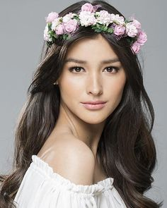"""One of the Filipino celebrities we love: Liza Soberano 😍 """"She is a famous Filipino actress who appeared in Filipino movies and shows like My Ex and Whys and Forevermore. She was also ranked as number one in 100 Most Beautiful Faces of Girl Crushes, Liza Soberano Wallpaper, Most Beautiful Faces, Beautiful Women, Selena Gomez, Lisa Soberano, Filipina Beauty, Celebrity Wallpapers, Asian Hair"""