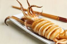 Grilled Squid w/ Teriyaki Sauce. Grilled Squid with a Simple Homemade Teriyaki Sauce. Fish Recipes, Seafood Recipes, Bento, Squid Dishes, Grilled Squid, Sushi, Cooking Tips, Cooking Recipes, Recipes