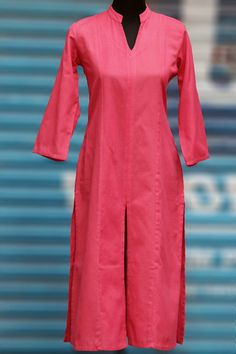this peach linen-cotton blend kurta is perfect for all occasions! paired with an indigo chiffon dupatta with a green trim to create a pop ensemble (click her