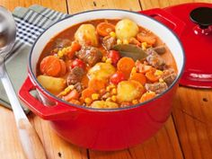 7 Creative Beef Stew Recipes Perfect for Winter Slow Cooker Recipes, Crockpot Recipes, Cooking Recipes, Healthy Recipes, Healthy Food, Cheddar Broccoli Potato Soup, How To Cook Potatoes, Soups And Stews, Ethnic Recipes